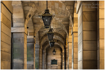 City Chambers entrance archway and lamps, High Street