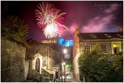 Fireworks over Edinburgh Castle from the Vennel (5)