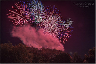 Fireworks over Edinburgh Castle from Princes Street Gardens (3)