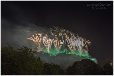 Fireworks over Edinburgh Castle from Princes Street Gardens (6)