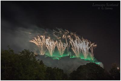 Fireworks over Edinburgh Castle from Princes Street Gardens (6)