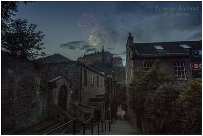 Fireworks over Edinburgh Castle from the Vennel (1)