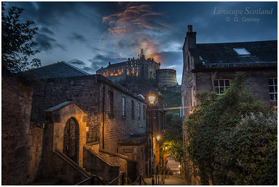 Fireworks over Edinburgh Castle from the Vennel (3)