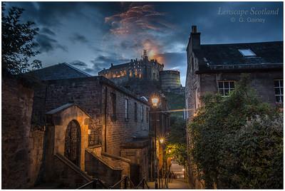 Fireworks over Edinburgh Castle from the Vennel (3)