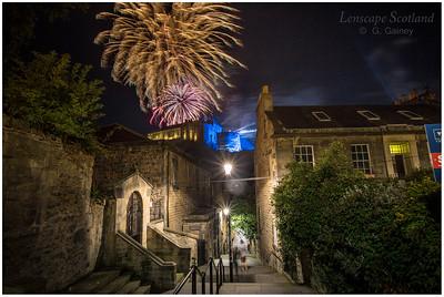 Fireworks over Edinburgh Castle from the Vennel (4)