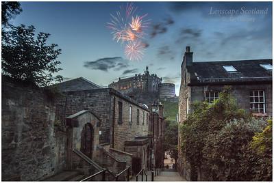 Fireworks over Edinburgh Castle from the Vennel (2)
