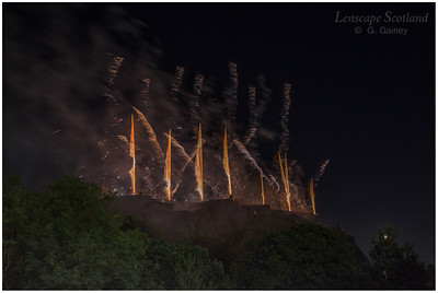 Fireworks over Edinburgh Castle from Princes Street Gardens (4)