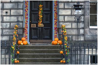 Hallowe'en doorstep pumpkins (2)