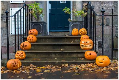 Hallowe'en doorstep pumpkins (1)