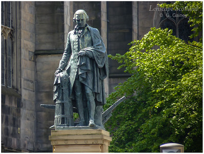 Adam Smith statue, High Street (2)