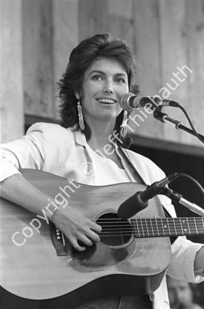 03-Emmylou Harris-Berkshire Bluegrass Festival-7-28-84