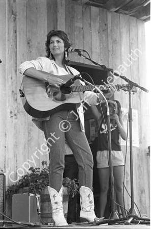 01-Emmylou Harris-Berkshire Bluegrass Festival-7-28-84