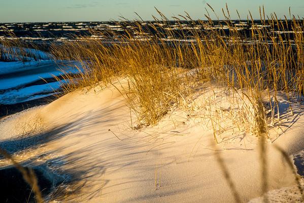 Ensilumi rannalla-first snow on the beach