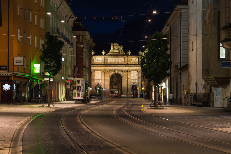 Maria Theresien Strasse towards Triumphpforte (Triumphal Arch)