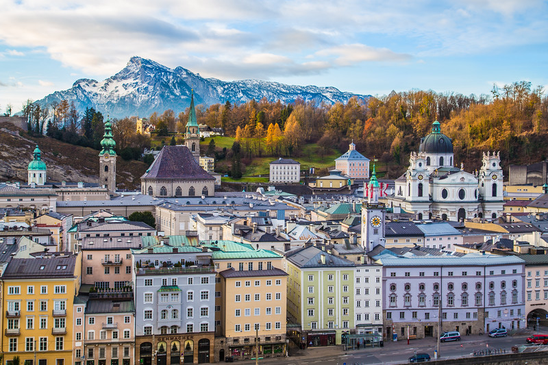 Salzburg showing Buildings and Mountains