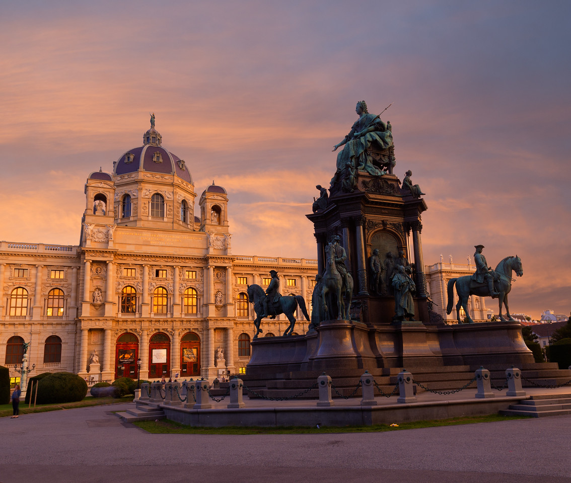 Kunsthistorisches Museum in Vienna at Sunset