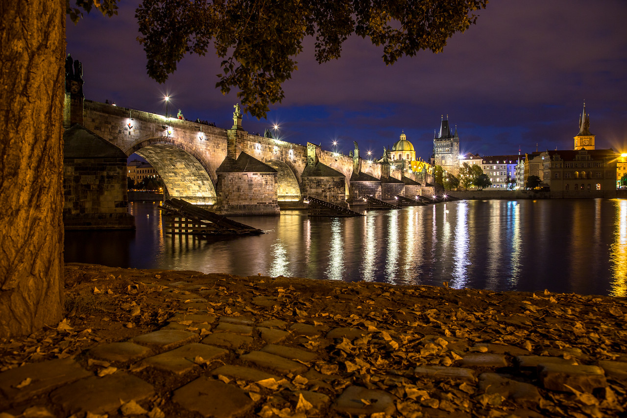 Charles Bridge at night in the autumn