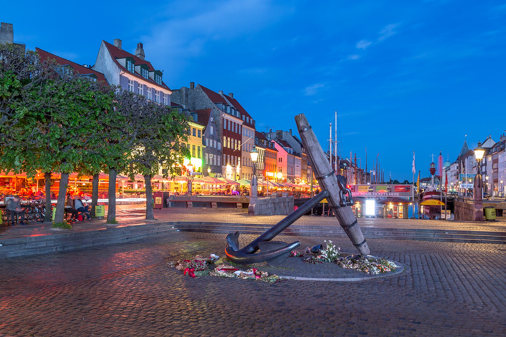 The Memorial Anchor (Mindeankeret) at Nyhavn at night