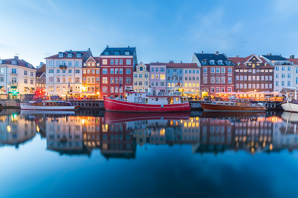 View of boats and buildings along the Nyhavn at night