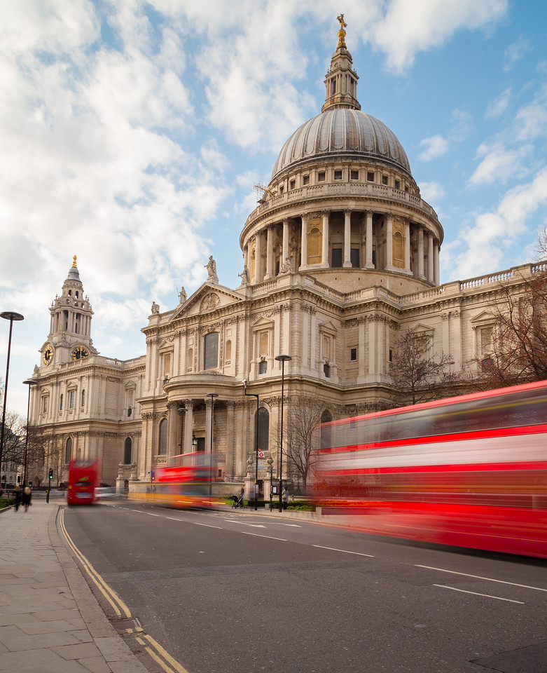 St Pauls Cathedral and Traffic