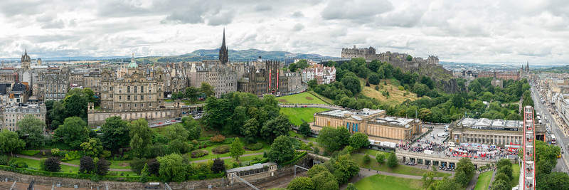 Edinburgh Castle and Old Town panorama.