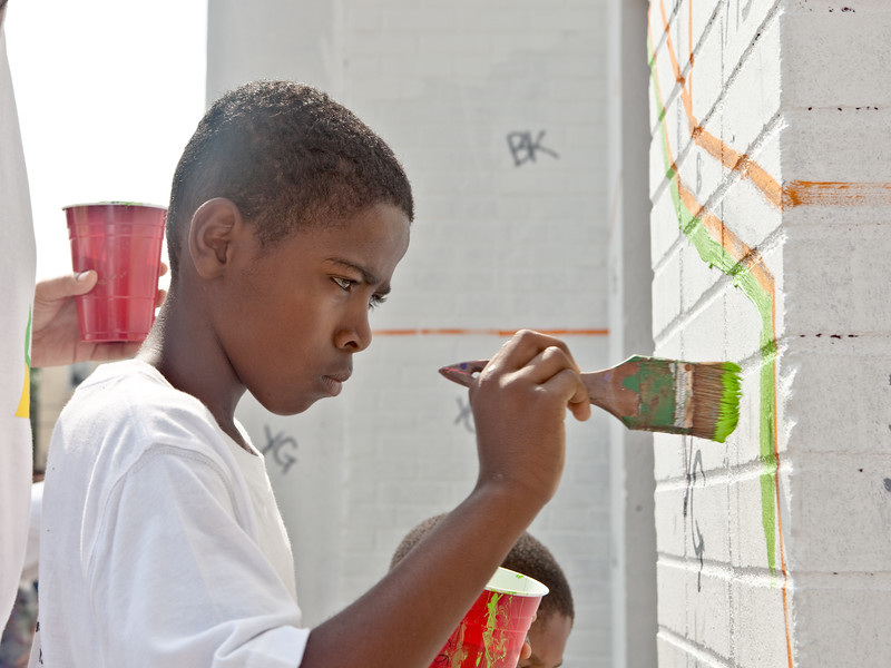 Deep focus at a mural paint day.