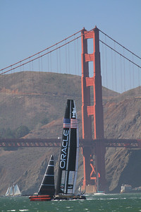 USA Oracle against the Golden Gate; America's Cup 2013