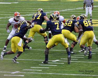 Devin Gardner handing to Vincent Smith