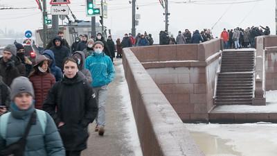 И Дворцовый мост закрыт