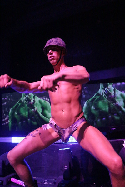 2014-05-25 Hero @ Ruby Skye 212