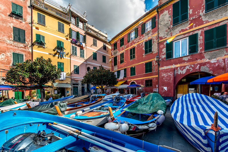 blue boats in town square, italy-4740