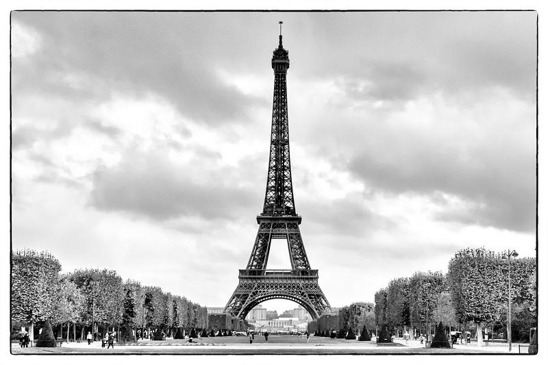 Eiffel tower Dominates