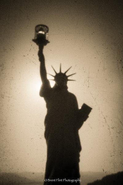DF.4726 - Statue of Liberty replica, Lake Pend Oreille, Sandpont, ID.