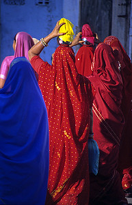 Grace / A bridal procession returns from a small temple on the lake / Udaipur, India