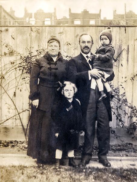 Huber Family Photo - 1915