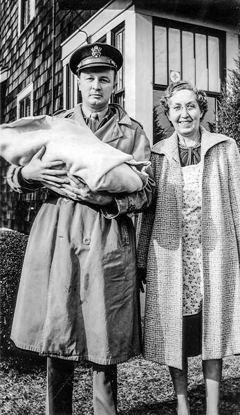 Dad & Nana bring Robert home - December 1943