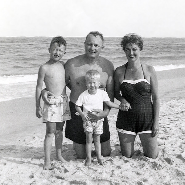 Family by the ocean - 1955
