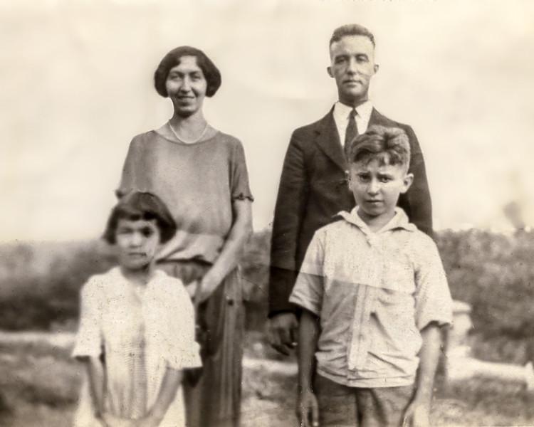 Neighmond family photo - 1922