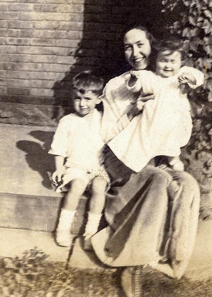 Nana with son Wilbur (age 4) & daughter Rita (age 1) - 1917