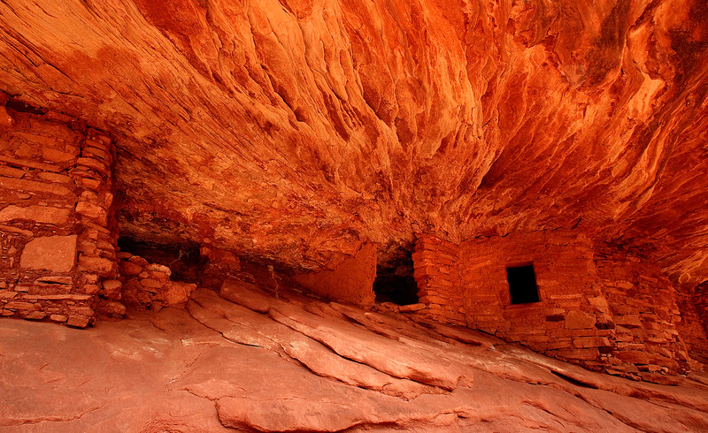 House on Fire - ancient Pueblan ruins in Mule Canyon, Utah