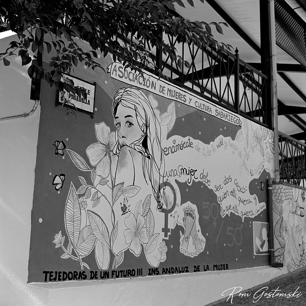 Artwork on the Sabariego Village Square wall