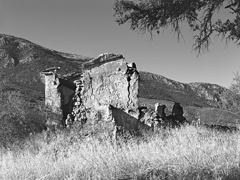The remains of an abandoned cortijo