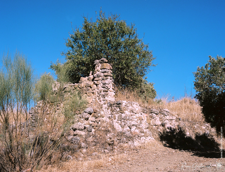 The ruins of an abandoned cortijo