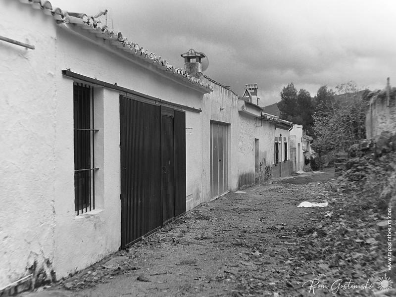 Ronda del Viboras - houses back onto this alley.