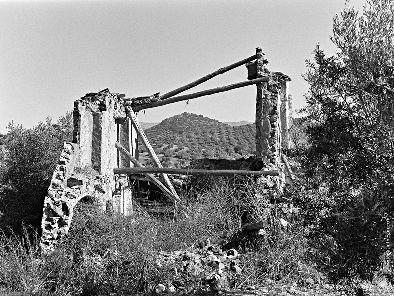 The skeleton of another abandoned cortijo