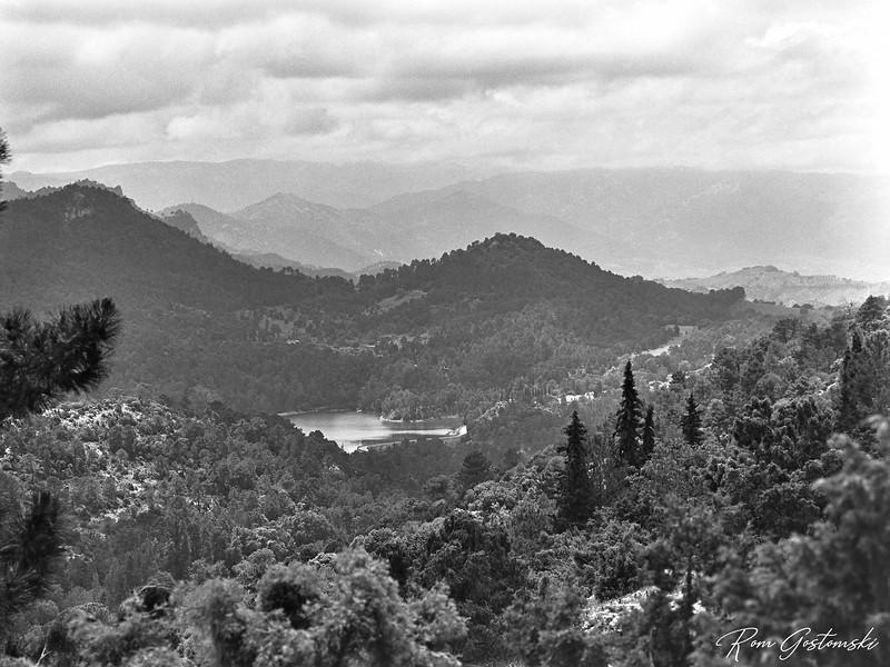 Aguascebas reservoir - on the trek to Navazalto