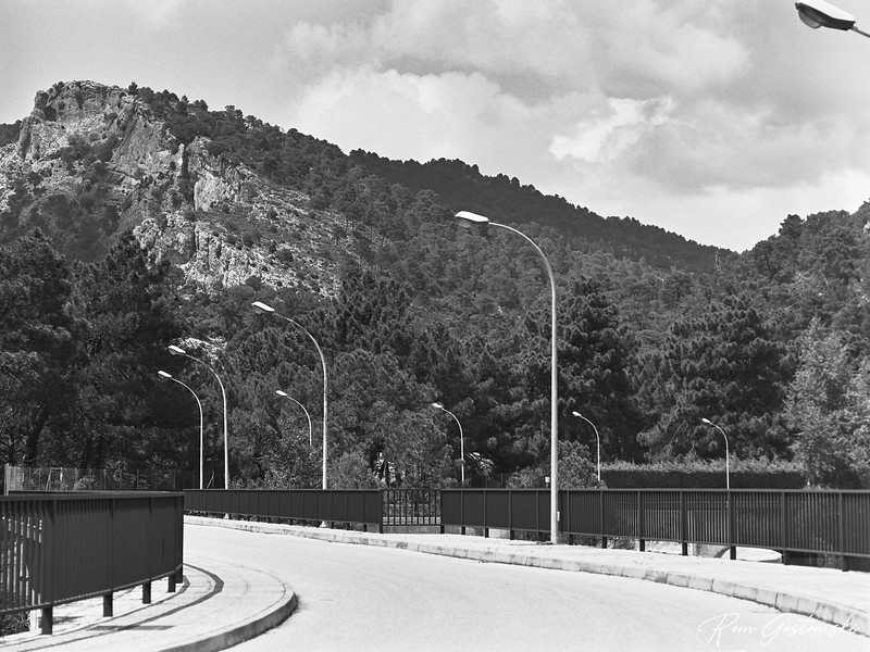 The dam at Aguascebas reservoir
