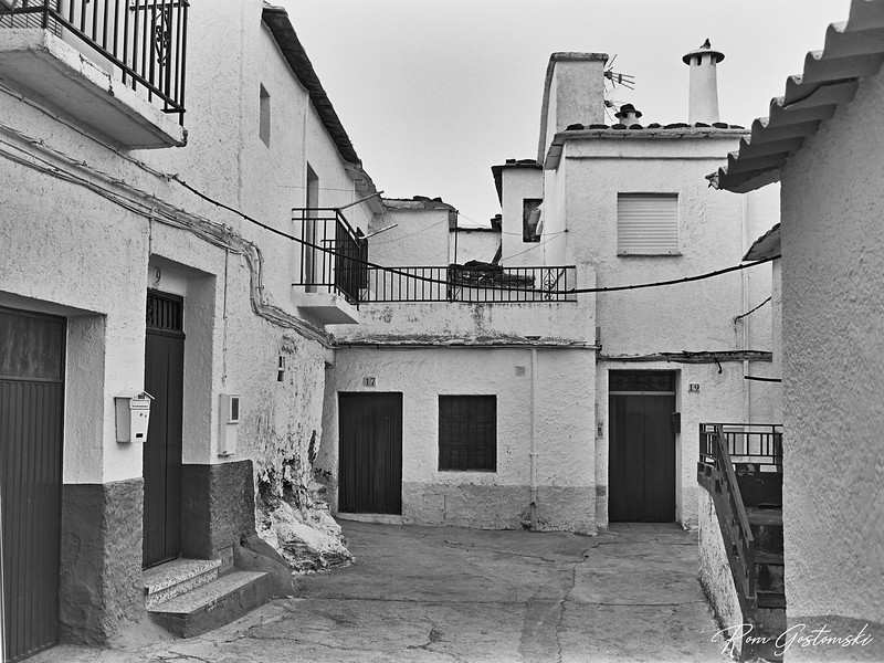 A street in Pitres
