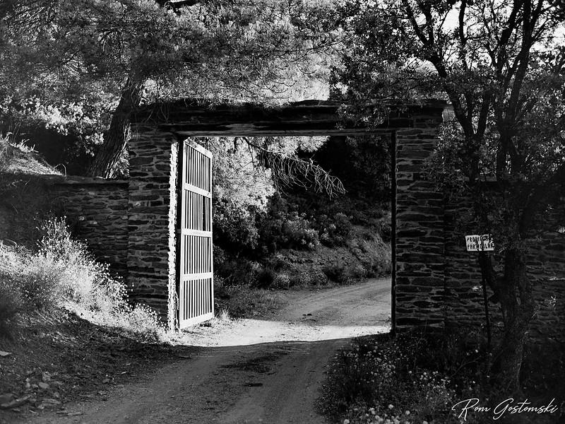 The entrance gate to Cortijo Prado Torro