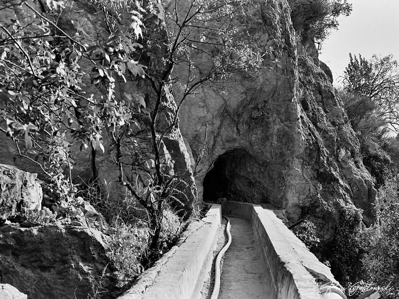 A tunnel on the Viñas Trail